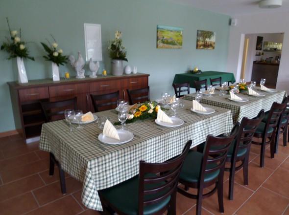 Festlich gedeckter Tisch fuer Ihre Familienfeier auf dem Bauernhof Flachshof Nettetal
