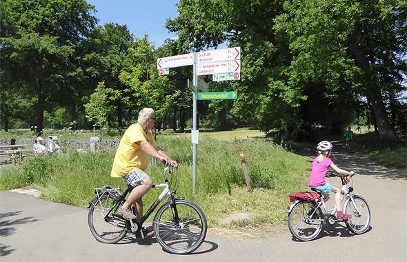 Urlaub mit der Familie am Niederrhein - Radeln auf dem Radwegenetz im Naturpark Schwalm-Nette