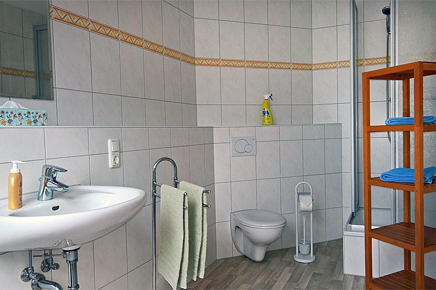 Modern ausgestattetes Badezimmer Ferienwohnung Kornkammer